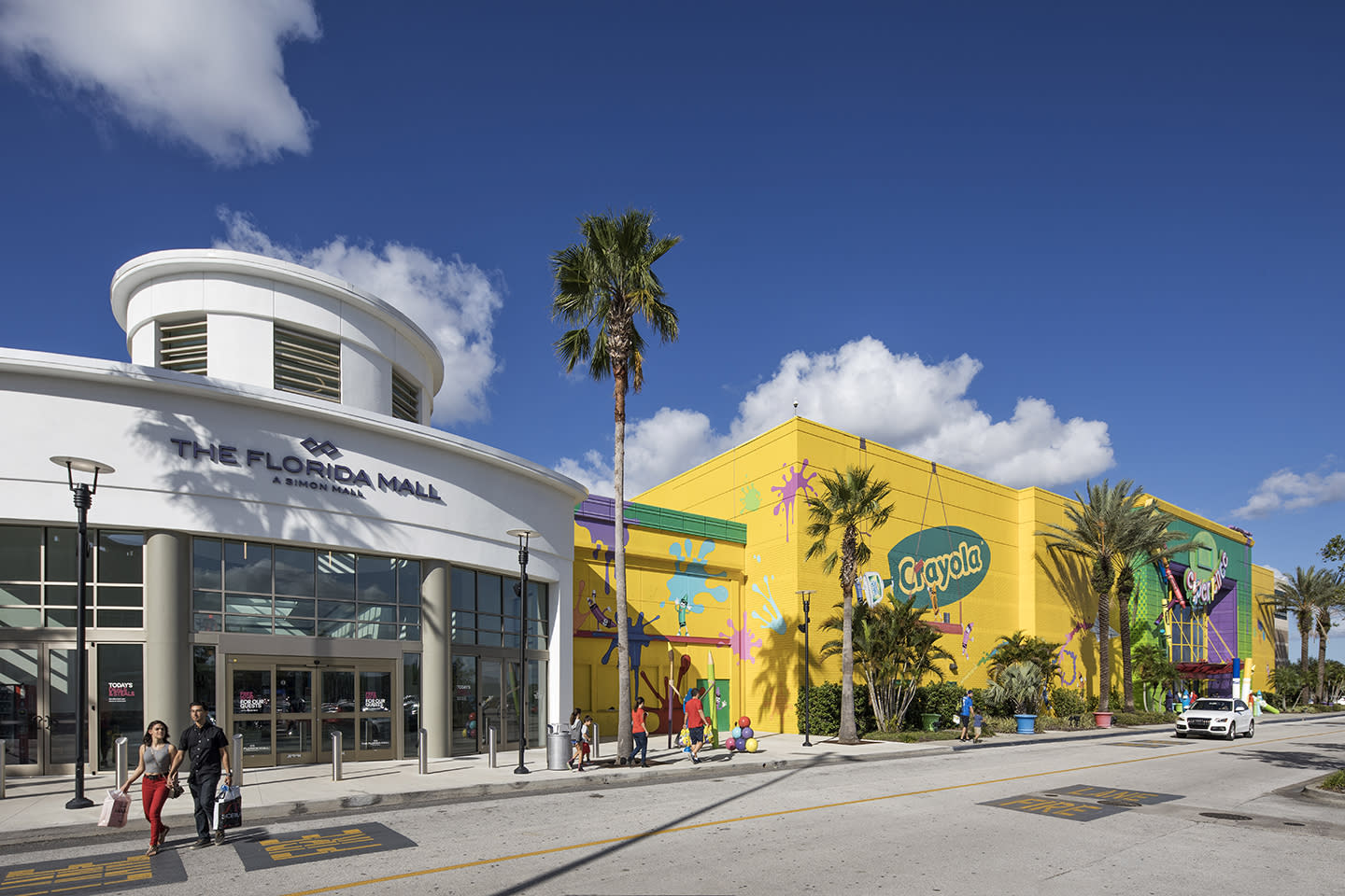 The Florida Mall entrance and Crayola store in Orlando, FL