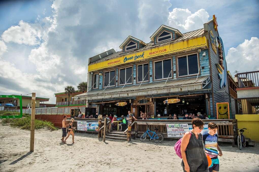 O bar e clube Ocean Deck
