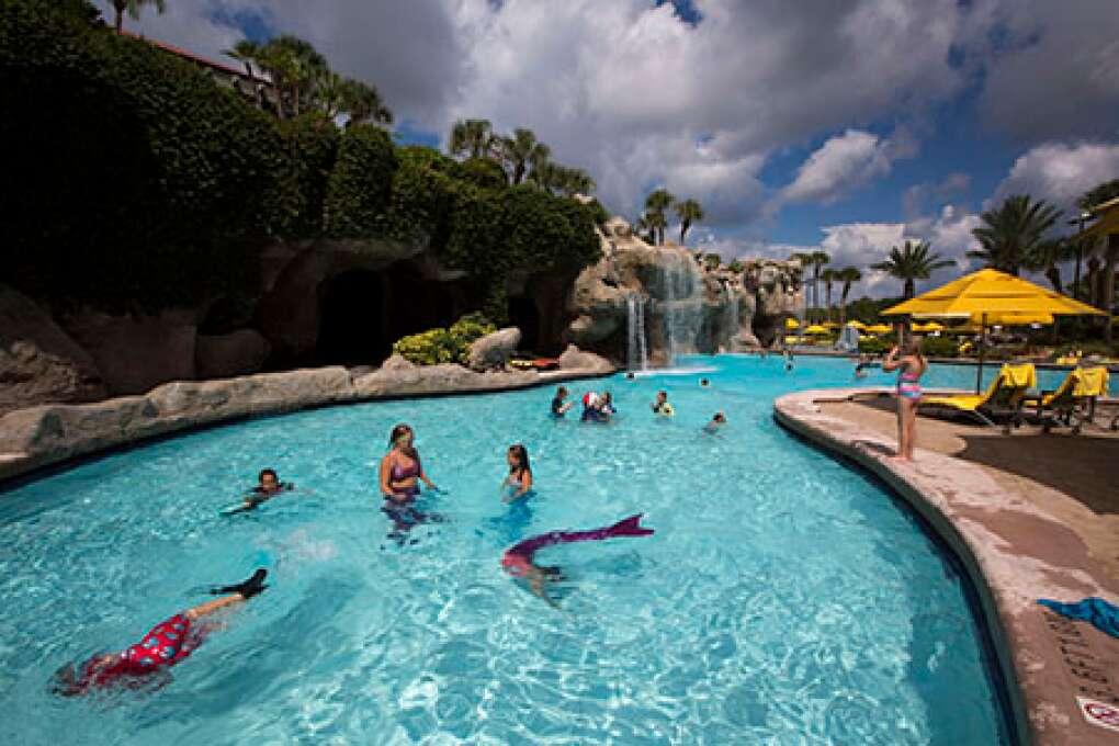 Kids swimming at Mermaid Academy