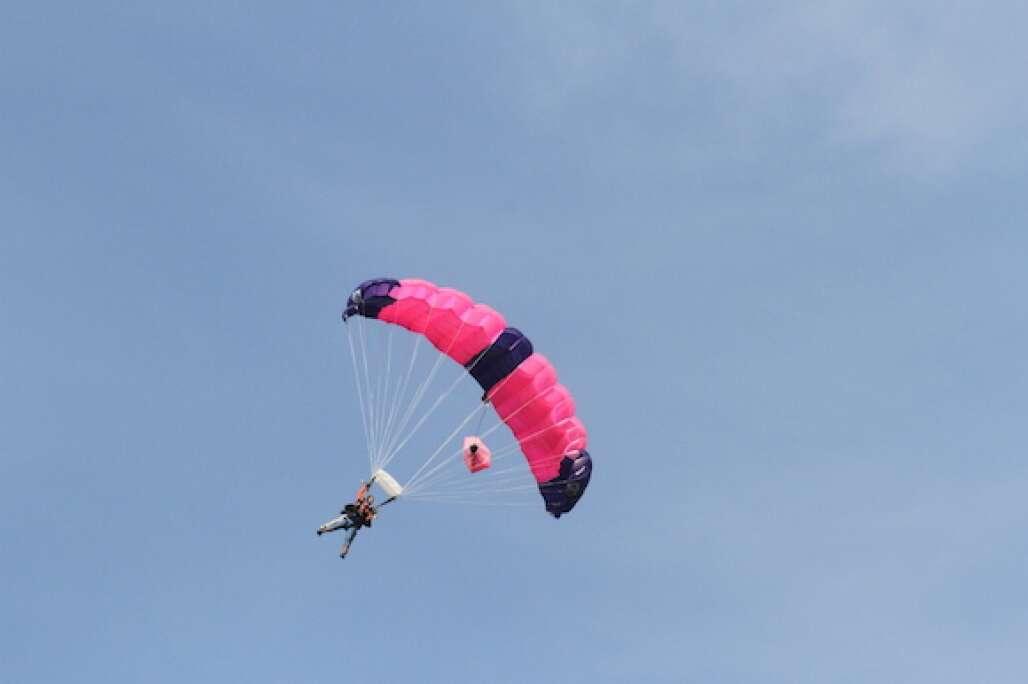 lake-o-skydiving-photo-pink.JPG