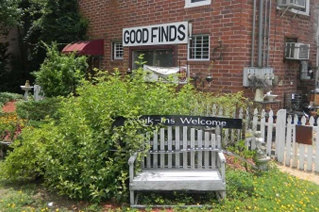 Good Finds is a two-story brick house packed with charm. Each floor is divided into unique spaces that individuals rent to sell their antique and vintage furniture, accessories, clothes, and kitchen glassware. It's a great place to get lost for an hour or more, checking each single shelf or box. I decorated my entire guest room with pieces from Good Finds and I always go back to check out their new arrivals.