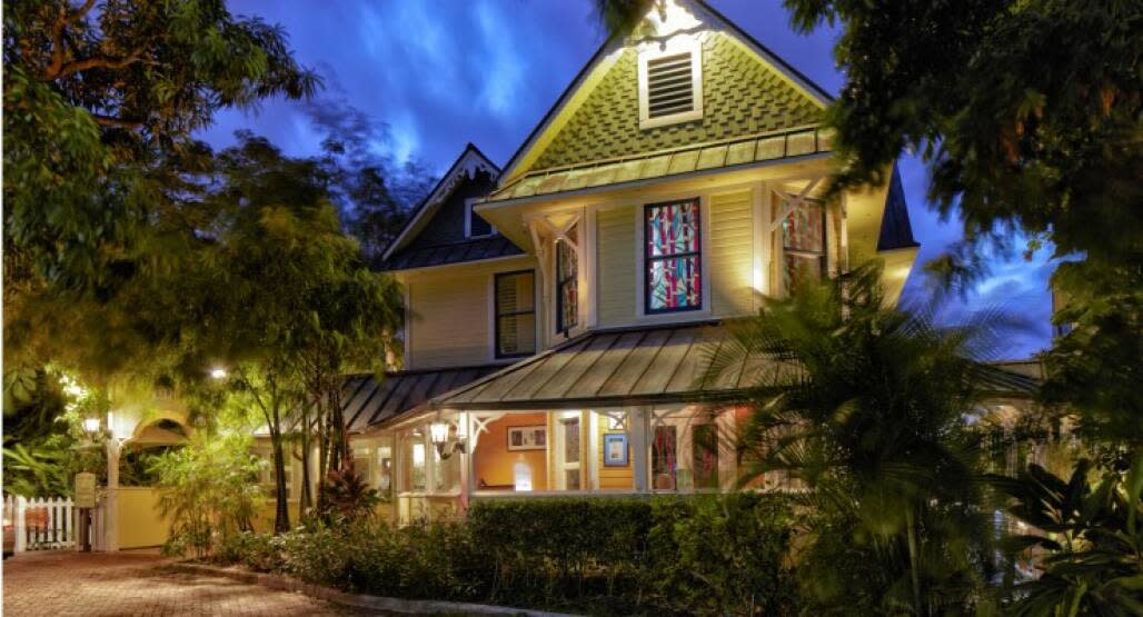 A historic home on the National Register of Historic Places, Sundy House features 12 rooms on an acre of tropical gardens.