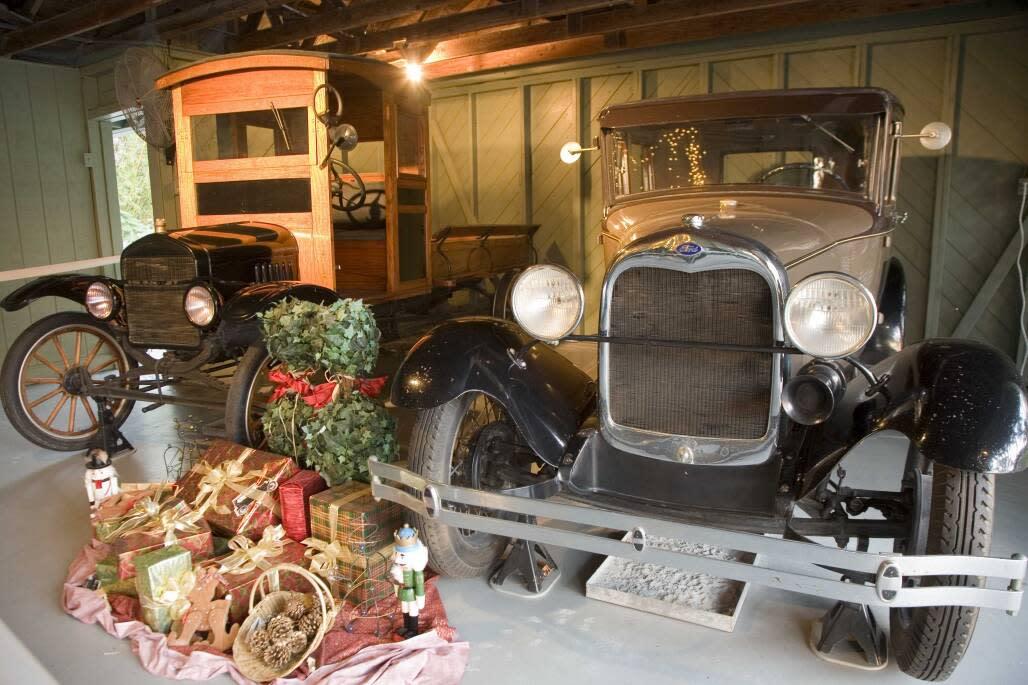 Auch die Oldtimer werden in den Winter Estates von Thomas Edison und Henry Ford festlich geschmückt