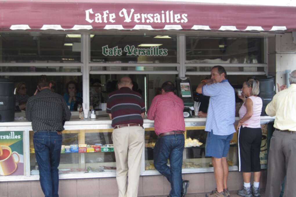 Cafe Cubano en Miami - Cafe Versailles