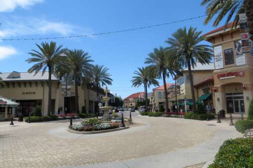 Destin Commons, an outdoor shopping mall, is lined with lush palm trees and gorgeous fountains, and offers train rides for the kids. Unique boutiques for women include Private Gallery, Luxe Apothetique, Frock Candy and Apricot Lane. Surf shop Maui Nix has everything you need for a beach vacation.