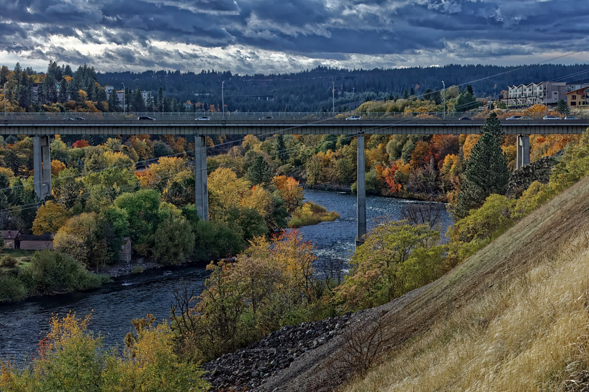 Spokane is for walking. The Lilac City used a 1974 World's Fair to spruce up its riverfront into an urban park environment, while outside of town, 11,000-plus acre Riverside State Park offers a centennial trail, a museum, a natural area plus a wonderful arboretum. In a wider sense, athletic events are Spokane's major draw. Six thousand teams, playing in 422 courts, participate in the Spokane Hoopfest. The 44-year-0ld Bloomsday run, held in June, draws 40,000 to 50,000 participants.