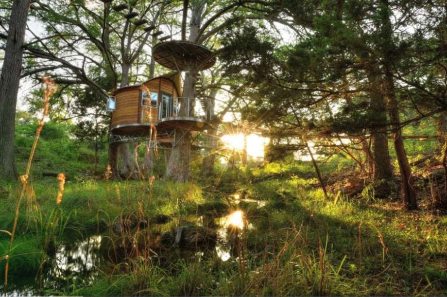 One-room treehouse: 3 hours and 41 minutes from Houston. Photo: GlampingHub.com