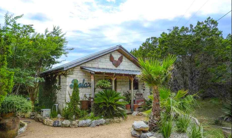 Romantic cabin retreat: 3 hours and 19 minutes from Houston. Photo: GlampingHub.com