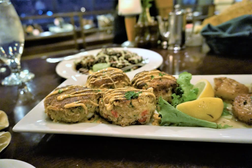 Crab cakes and scallops at Bogart's