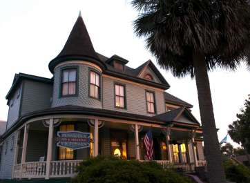 Ghost Investigation Second Sight Paranormal TV at the Pensacola Victorian Bed & Breakfast