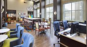 Hampton Inn & Suites University Towne Plaza