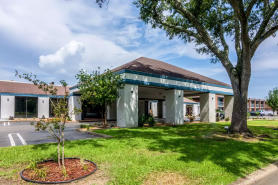 Quality Inn and Suites (Plantation Rd)