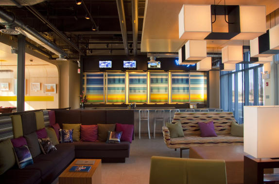 Aloft Dulles Airport North WXYZ Bar
