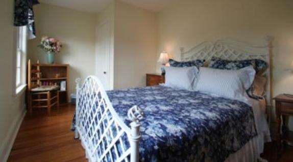 148336_4549_linden hall bed.jpg