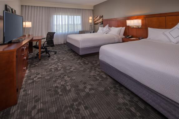 Courtyard Dulles Town Center Queen Queen Room