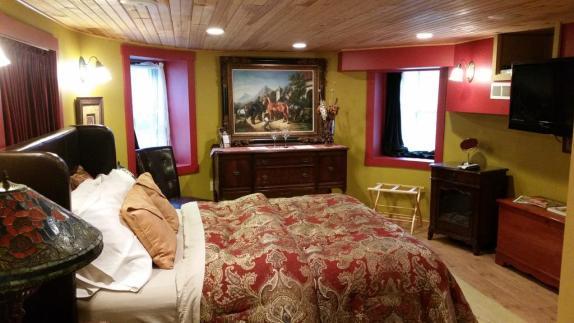 Red Garden Suite