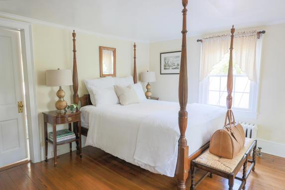 Red Fox Inn room