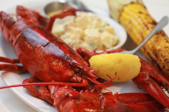 Whole 1 1/4 LB Steamed Lobstah
