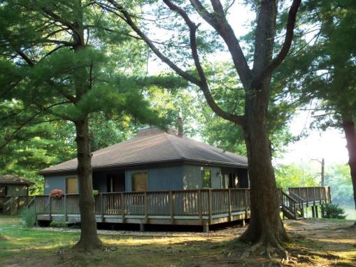 Algoinkian cabin image 1