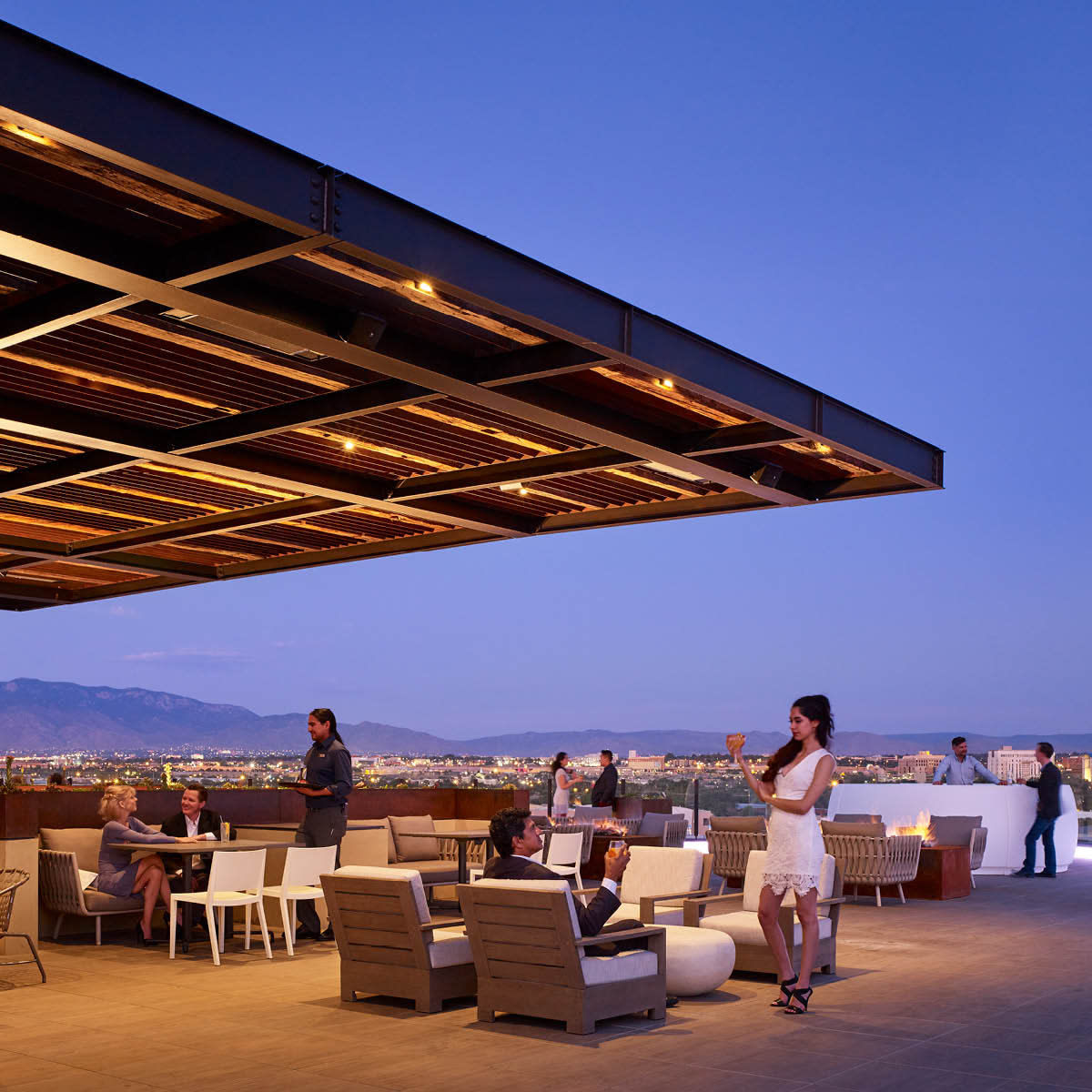 Level 5 Rooftop Restaurant & Lounge - Hotel Chaco