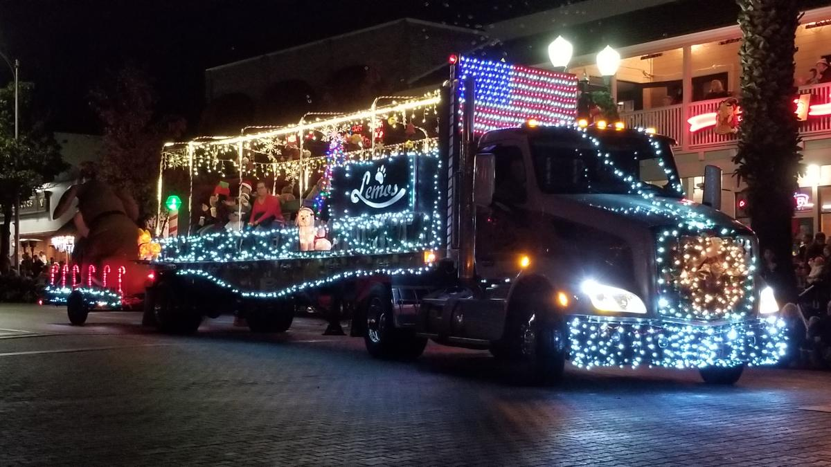 59th Annual Christmas Light Parade In Downtown Paso Robles Paso Robles Ca 93446
