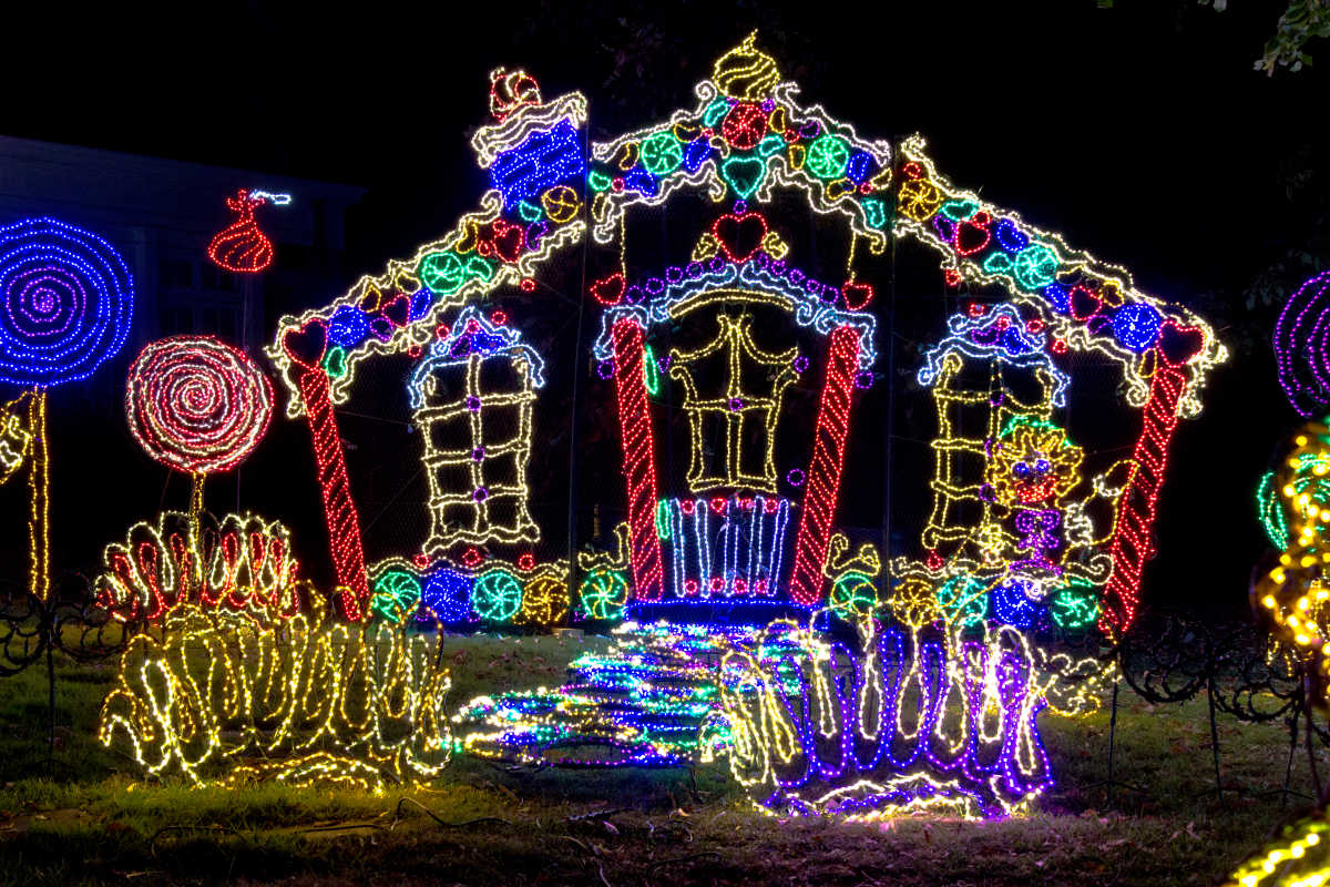 Chattanooga Christmas Lights.Rock City S 25th Annual Enchanted Garden Of Lights