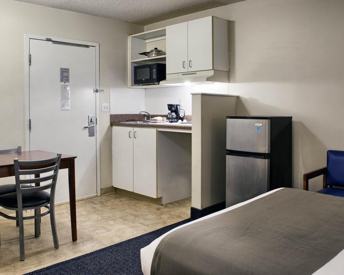 Motel 6 studio 6 richmond va i 64 west