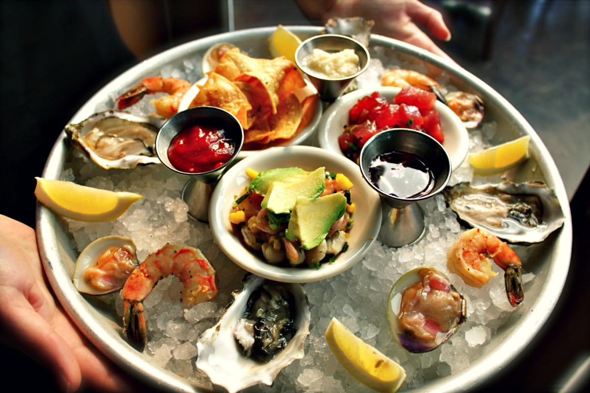 1 Oysters At Happy Hour At Sams Chowder House