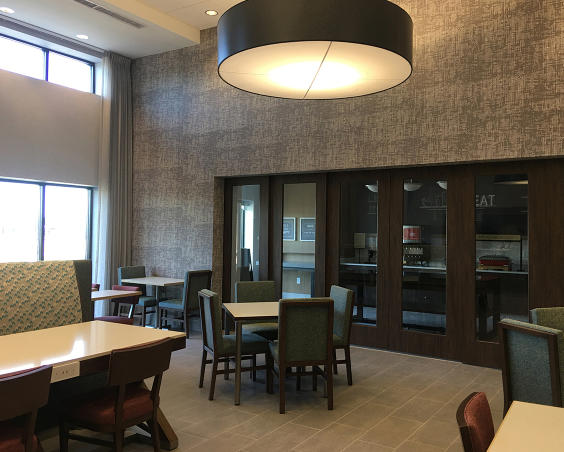 Hampton Inn and Suites by Hilton Avon Dining Room