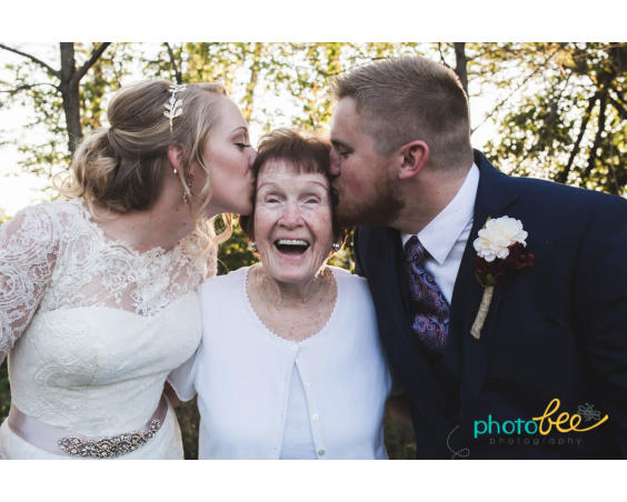 PhotoBee Photography - Wedding Kisses