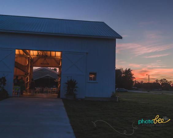 Cartlidge Barn - Wedding Barn at Sunset bu PhotoBee Photography