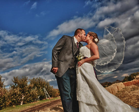 Outdoor Wedding Photos at Beasley's Orchard