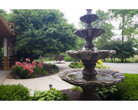 Lizton Lodge - Outdoor Fountain