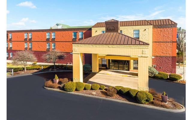 Baymont Inn & Suites Exterior