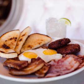 LE breakfast platter