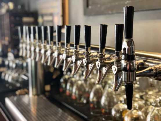 Henry's Tavern taps