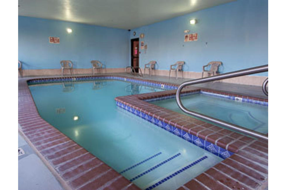 Days_Inn_Lehi_Pool.jpg