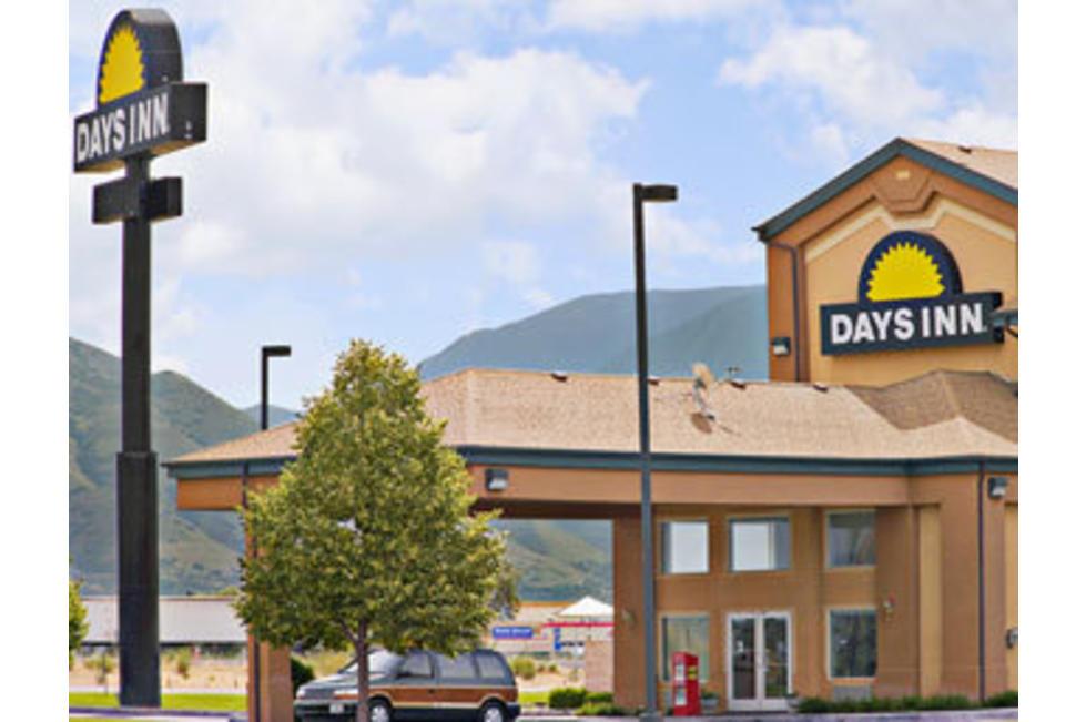 Days_Inn_Springville_Front.jpg