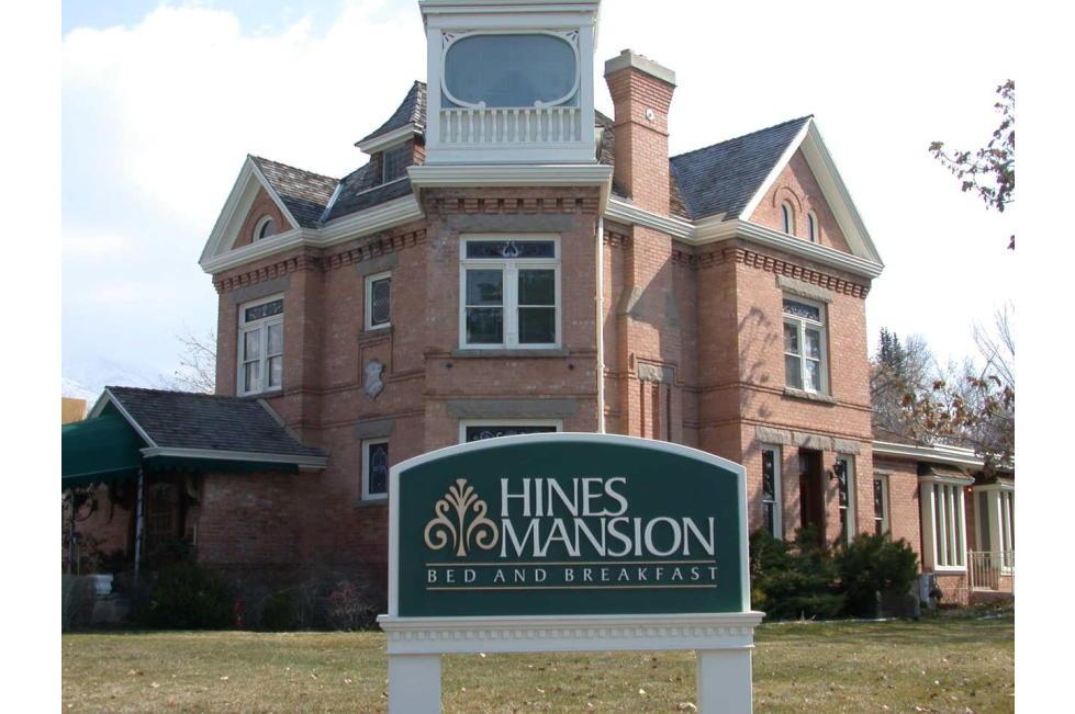 Hines Mansion 013.jpg