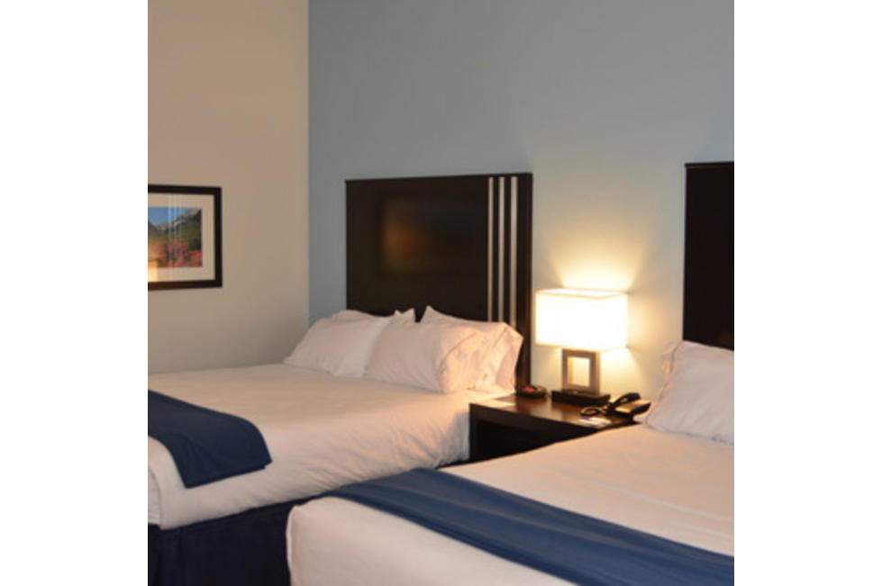 Holiday Inn Springville 2