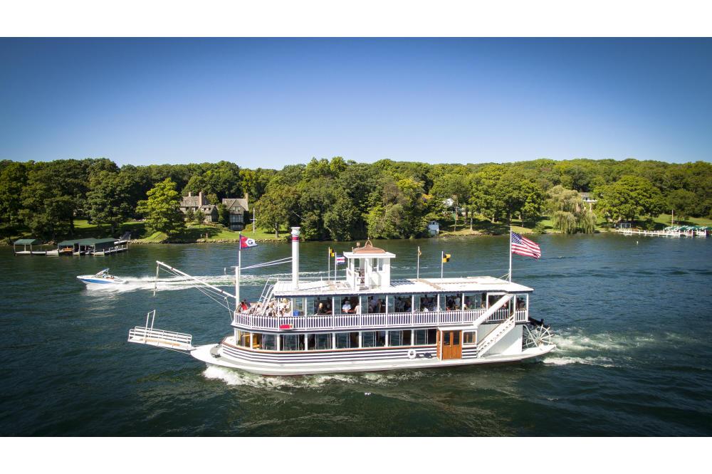 2016ladyspeedboat.jpg