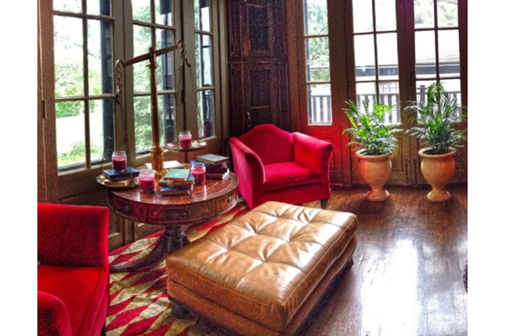 Maxwell-Mansion-cognac-parlor.jpg