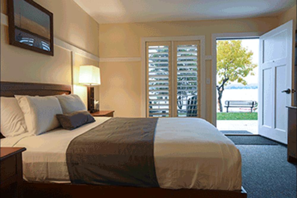 Lakefront Room