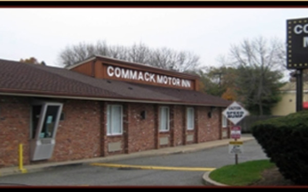 Commack Motor Inn