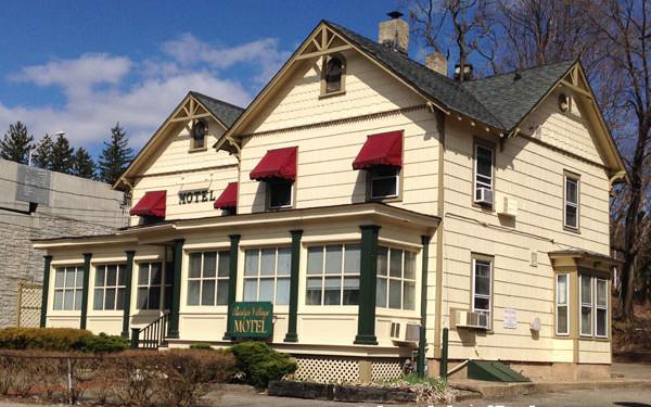 Roslyn Village Motel