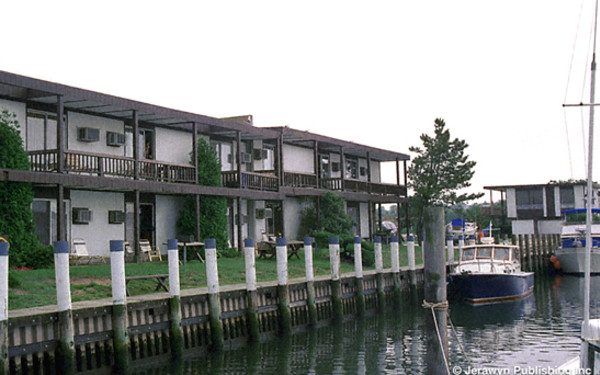 Snug Harbor Motel & Marina