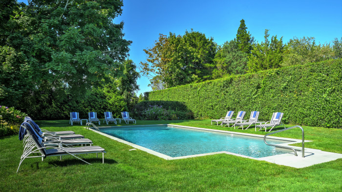 HAMPTONS  Spring Staycations