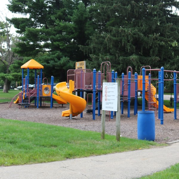 village-green-park-7108a61d5056a36_7108a762-5056-a36a-07e217504e55160f.jpg