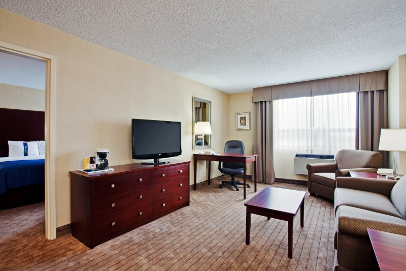King Executive Suite comes with a separate king guestroom with triple sheeted bedding and pillow menu (soft & firm), and living room equipped with microwave & fridge, wet-bar, large business desk, 40' HD TV, Free WIFI, coffee maker, hairdryer & ironing bo