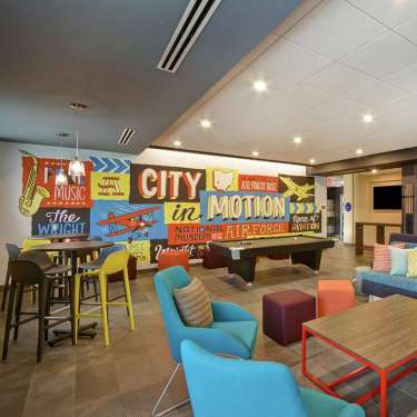 Tru by Hilton Beavercreek Lobby